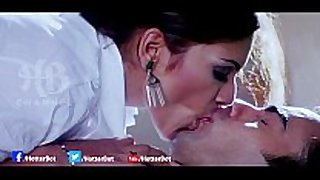 [18 ] uncut bollywood hot giving a kiss scene in club...